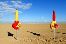 plage_4_-_parasols_c_patrice_le_bris